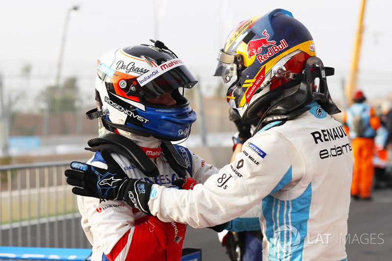Il vincitore della gara Felix Rosenqvist, Mahindra Racing, il secondo classificato Sébastien Buemi, Renault e.Dams