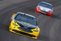 Brad Keselowski, Team Penske, Ford Fusion Alliance Truck Parts e Joey Logano, Team Penske, Ford Fusion AAA Insurance