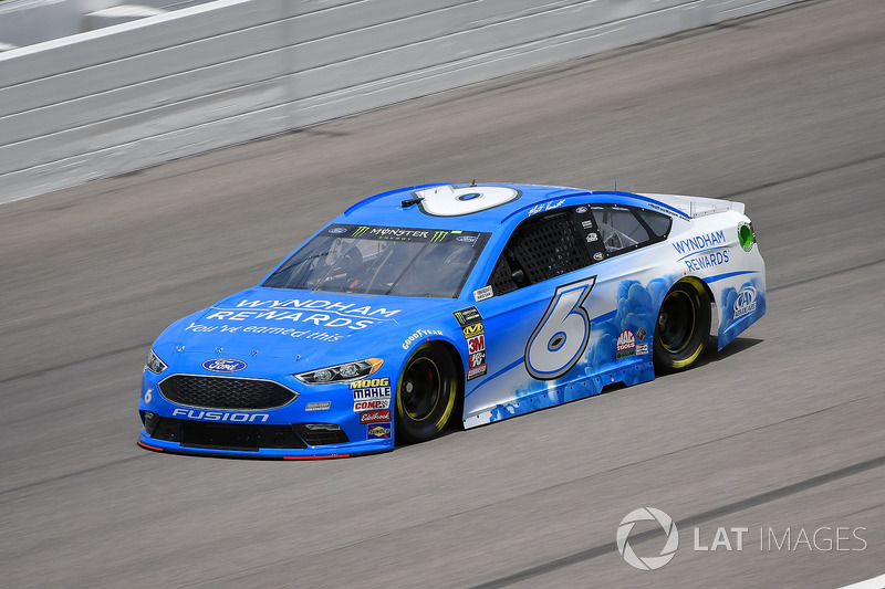 35. Matt Kenseth, Roush Fenway Racing, Ford Fusion Wyndham Rewards