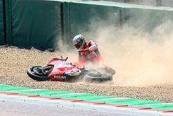 La chute de Chaz Davies, Aruba.it Racing-Ducati SBK Team
