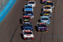 Matt Kenseth, Joe Gibbs Racing Toyota, Denny Hamlin, Joe Gibbs Racing Toyota, ripartenza