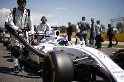 Felipe Massa, Williams FW38, arrive sur la grille