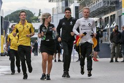 Jolyon Palmer, Renault Sport F1 Team avec Esteban Ocon, pilote d'essais et de réserve Renault Sport F1 Team et Kevin Magnussen, Renault Sport F1 Team