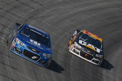 Dale Earnhardt Jr., Hendrick Motorsports Chevrolet, und Ryan Newman, Richard Childress Racing Chevro
