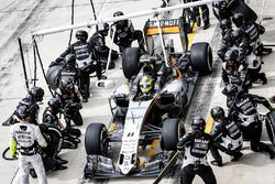Sergio Perez, Force India F1 VJM09 pit stop
