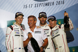 Podium: race winnaars Timo Bernhard, Mark Webber, Brendon Hartley, Porsche Team, Fritz Enzinger, Vic