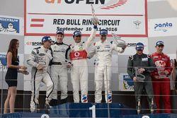 Podio: i vincitori della gara #1 BMW Team Teo Martin, BMW M6 GT3: Miguel Ramos, Pieter Schothorst, al secondo posto #19 Lechner Racing Mercedes AMG GT3: Mario Plachutta, Thomas Jäger, al terzo posto #22 Balfe Motorsport McLaren 650 S GT3: Shaun Balfe, Adam Carroll
