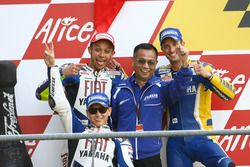 Podium: Race winner Valentino Rossi, Yamaha; second place Jorge Lorenzo, Yamaha; third place Colin Edwards, Tech 3 and Masao Furusawa, Yamaha