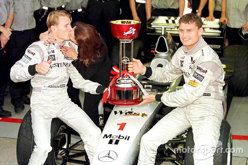 Mika Hakkinen, McLaren, embrasse sa femme Erja
