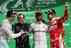 The podium (L to R): Nico Rosberg, Mercedes AMG F1, second; Tony Walton, Mercedes AMG F1 Mechanic;