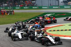 Sergio Perez, Sahara Force India F1 VJM09, Felipe Massa, Williams FW38, ve Nico Hulkenberg, Sahara F
