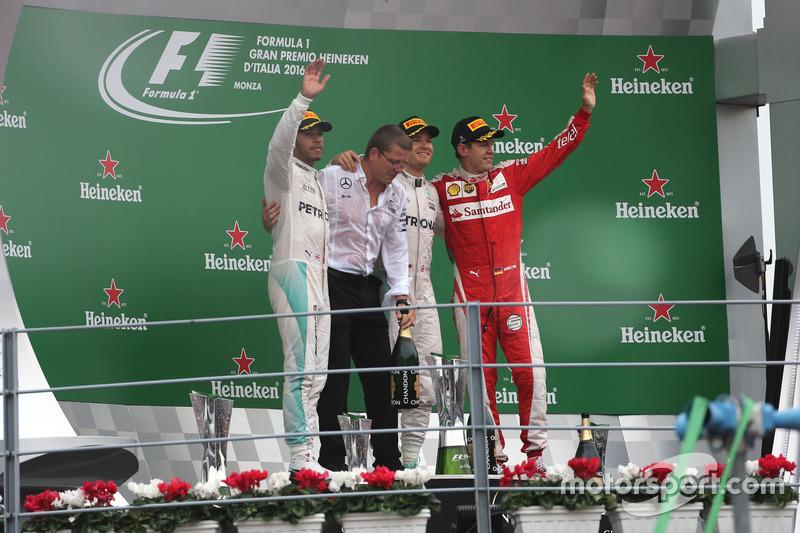 Podium: 2. Lewis Hamilton, Mercedes AMG F1 Team; 1. Nico Rosberg, Mercedes AMG F1 Team; 3. Sebastian Vettel, Scuderia Ferrari