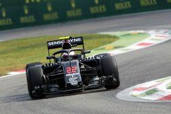 Jenson Button, McLaren MP4-31, avec le Halo