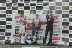 Podio Porsche GT3: primer lugar #17 Global Motorsports Group Porsche 911 GT3 Cup: Alec Udell, segun