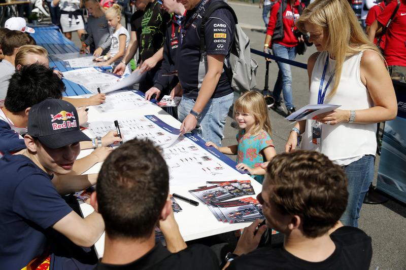 Autograph session, David Beckmann, kfzteile24 Mücke Motorsport, Dallara F312 - Mercedes-Benz