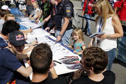 Handtekeningensessie, David Beckmann, kfzteile24 Mücke Motorsport, Dallara F312 - Mercedes-Benz