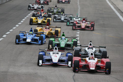 Start: Carlos Munoz, Andretti Autosport Honda leads the field to green