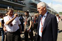 Pasquale Lattuneddu de la FOM avec Marco Tronchetti Provera, Président de Pirelli, sur la grille