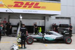 Nico Rosberg, Mercedes AMG F1 Team W07 dans la voie des stands