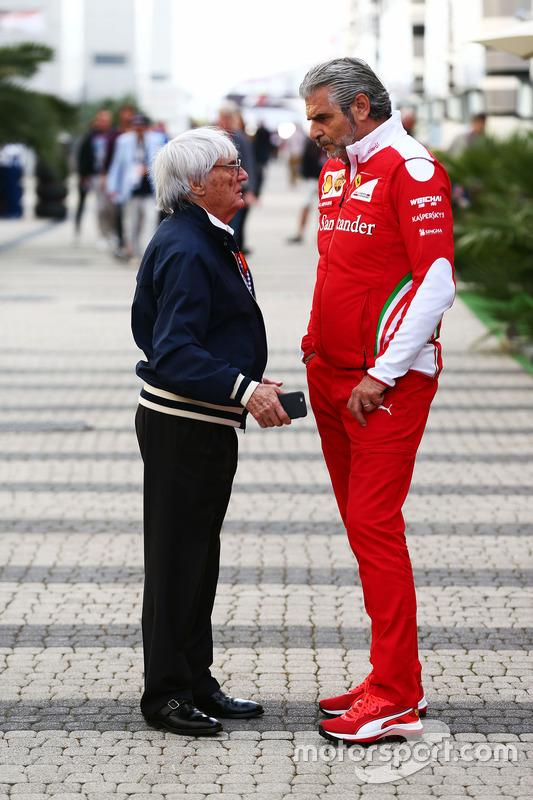 Bernie Ecclestone és Maurizio Arrivabene, a Ferrari csapatfőnöke