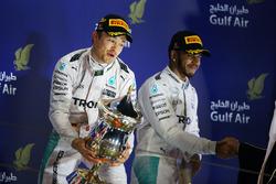 Podium : le vainqueur Nico Rosberg, Mercedes AMG F1 et le troisième, Lewis Hamilton, Mercedes AMG F1