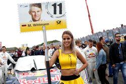Chica de la parrilla para Marco Wittmann, BMW Team RMG, BMW M4 DTM