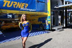 Hermosa chica de Turner Motorsport