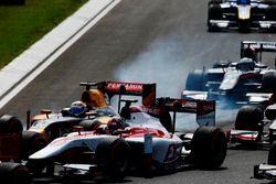Nobuharu Matsushita, ART Grand Prix goes wheel to wheel with Antonio Giovinazzi, PREMA Racing