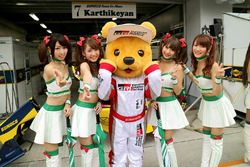 Kumakichi, Toyota mascot with lovely grid girls