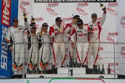 Podio TCR: Ganador #140 PCR Sport Seat Leon Cup Racer: Harriet Arruabarrena, Antonio Aristi, Jordi M
