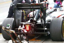 Jenson Button, McLaren MP4-31 difusor trasero