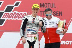 Podio: ganador Francesco Bagnaia, Aspar Team Mahindra con Jorge Martínez
