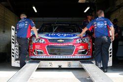 Auto de A.J. Allmendinger, JTG Daugherty Racing Chevrolet, durante la inspección