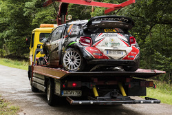 La voiture accidentée de Stéphane Lefebvre et Gabin Moreau, Citroën DS3 WRC, Abu Dhabi Total World Rally Team