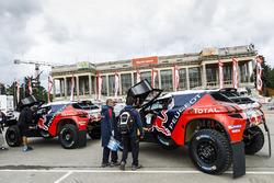 Préparatifs chez Peugeot Sport pour la cérémonie de départ