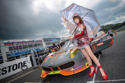 Grid kızı, #3 Clearwater Racing Ferrari 458 Italia GT3: Mok Weng Sun, Gianmaria Bruni