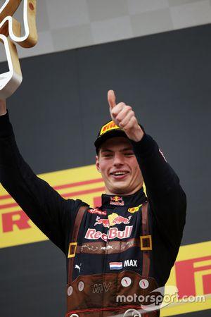 Max Verstappen, Red Bull Racing celebra su segundo puesto en el podio