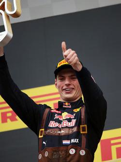 Max Verstappen, Red Bull Racing fête sa deuxième place sur le podium