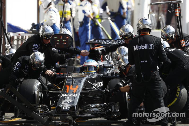Fernando Alonso, McLaren makes a pit stop