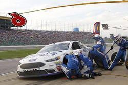 Trevor Bayne, Roush Fenway Racing Ford pit actie