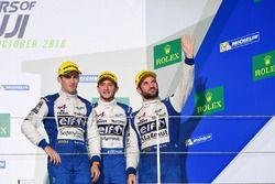 Podio LMP2: al terzo posto #36 Signatech Alpine A460: Gustavo Menezes, Nicolas Lapierre, Stéphane Richelmi