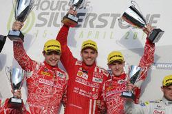 Matheo Tuscher, Dominik Kraihamer, Alexandre Imperatori, Rebellion Racing vieren feest