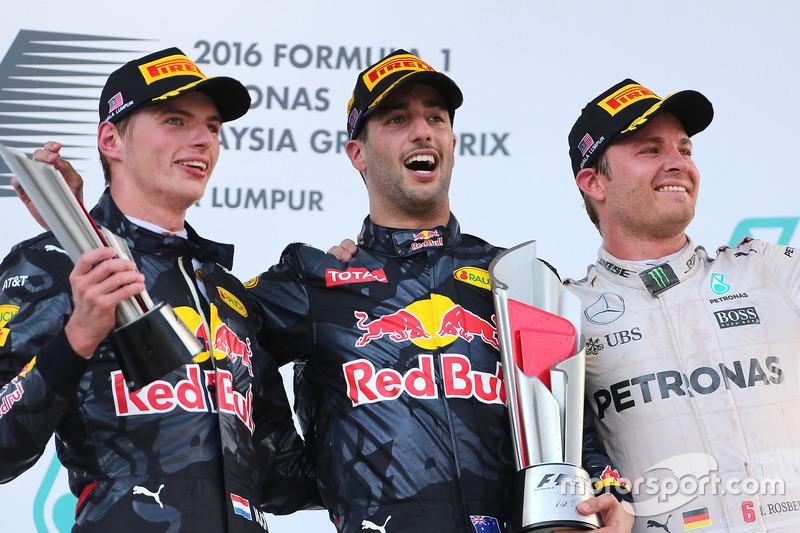 Podio: segundo lugar Max Verstappen, Red Bull Racing, ganador de la carrera Daniel Ricciardo, Red Bull Racing y el tercer lugar Nico Rosberg, Mercedes AMG F1 Team