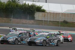 Attila Tassi, Seat Leon, B3 Racing Team Hungary en Dusan Borkovic, Seat Leon, B3 Racing Team Hungar