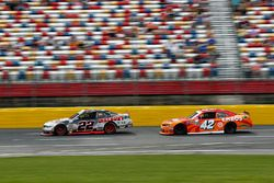 Joey Logano, Team Penske Ford, Kyle Larson, Chip Ganassi Racing Chevrolet
