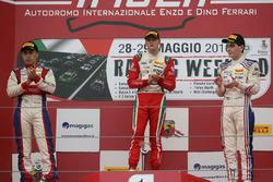 Podio carrera 2: ganador Mick Schumacher, Prema Power Team, segundo lugar Marcos Siebert, Jenzer Mot