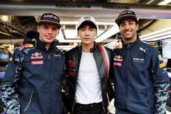 Max Verstappen, Red Bull Racing, Daniel Ricciardo, Red Bull Racing ve aktör Li Yifeng