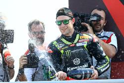 Sur le podium : le deuxième, Jonathan Rea, Kawasaki Racing