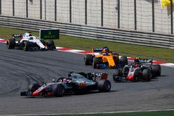 Romain Grosjean, Haas F1 Team VF-18 Ferrari, Kevin Magnussen, Haas F1 Team VF-18 Ferrari, Fernando Alonso, McLaren MCL33 Renault