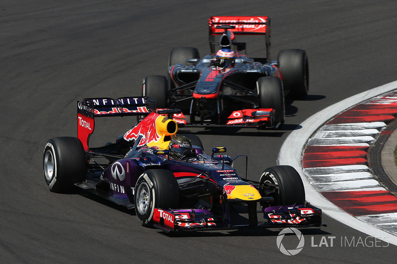 Sebastian Vettel, Red Bull Racing RB9 ve Jenson Button, McLaren MP4-28